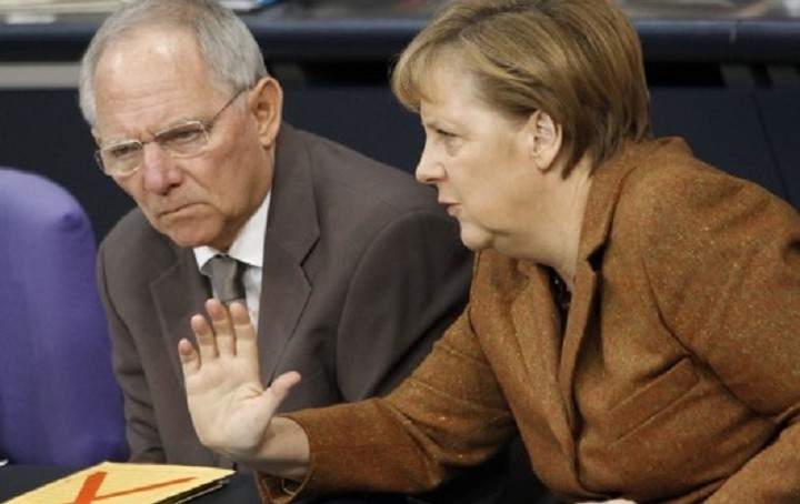 Die Zeit: Η Μέρκελ πρέπει να σταματήσει τον Σόιμπλε