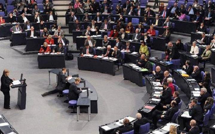 Υπερψηφίστηκε από το γερμανικό κοινοβούλιο η έναρξη διαπραγματεύσεων με Ελλάδα