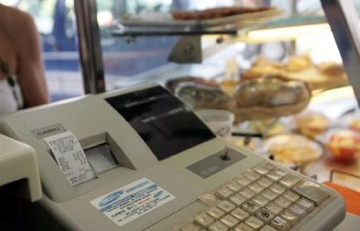 Από σήμερα ισχύει ο νέος ΦΠΑ: Ολες οι αλλαγές - Πού θα πληρώνουμε περισσότερο