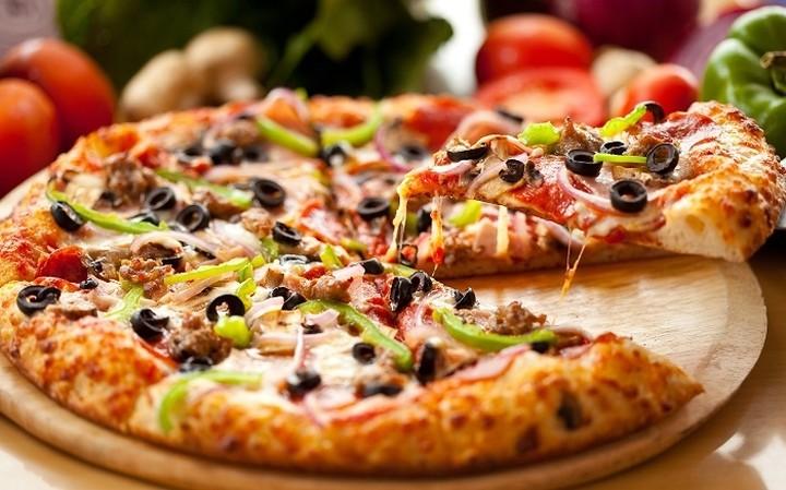 Αυτη είναι η πιο παράξενη...πίτσα του κόσμου! (ΦΩΤΟ)