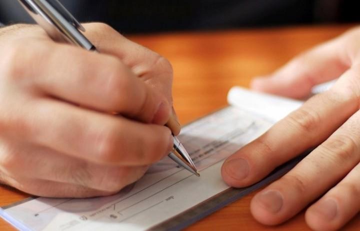 Φορείς της αγοράς ζητούν να λυθεί το πρόβλημα με τις μεταχρονολογημένες επιταγές