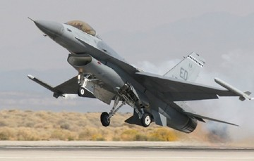 Έλληνας πιλότος πέταξε με F16 εώς την Τουρκία για να κάνει...ανάληψη!