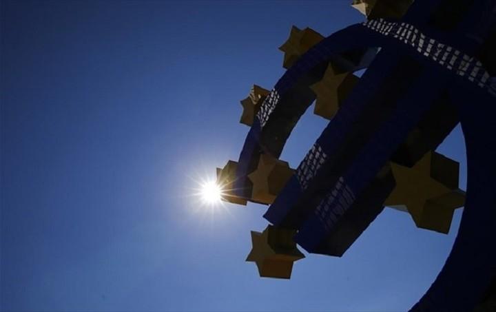 ΕΚΤ: Η επιμήκυνση της αποπληρωμής του ελληνικού χρέους από μόνη της δεν επαρκεί