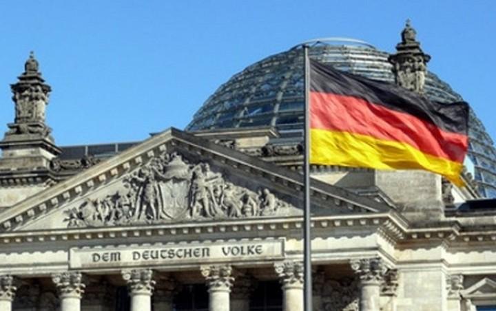 Τι απαντά το γερμανικό ΥΠΟΙΚ σε οικονομολόγους - επικριτές για την κρίση στην Ελλάδα