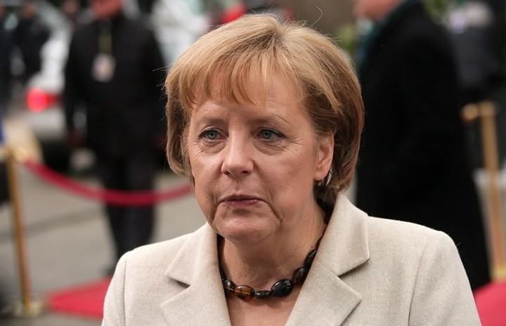 Politico:«Η Ελλάδα χαλάει το καλοκαίρι της Μέρκελ»