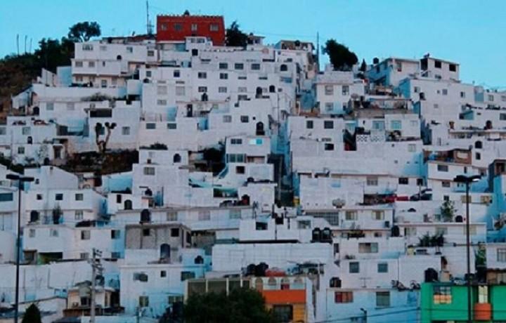 Έβαψαν ολόκληρη πόλη στα χρώματα του ουράνιου τόξου (ΦΩΤΟ)