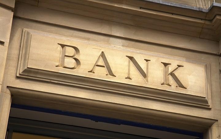 Τι αλλάζει από σήμερα στις τραπεζικές συναλλαγές - Η νέα απόφαση του ΥΠΟΙΚ