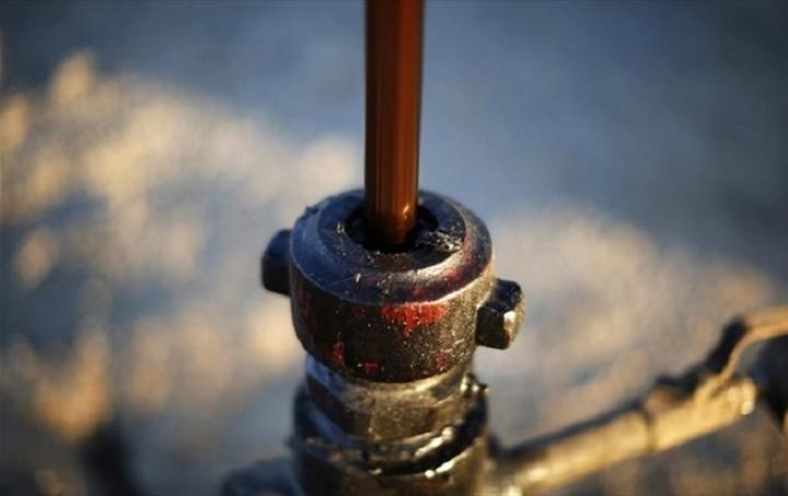 Κατρακυλούν στα χαμηλότερα επίπεδα των τελευταίων έξι μηνών οι τιμές του πετρελαίου