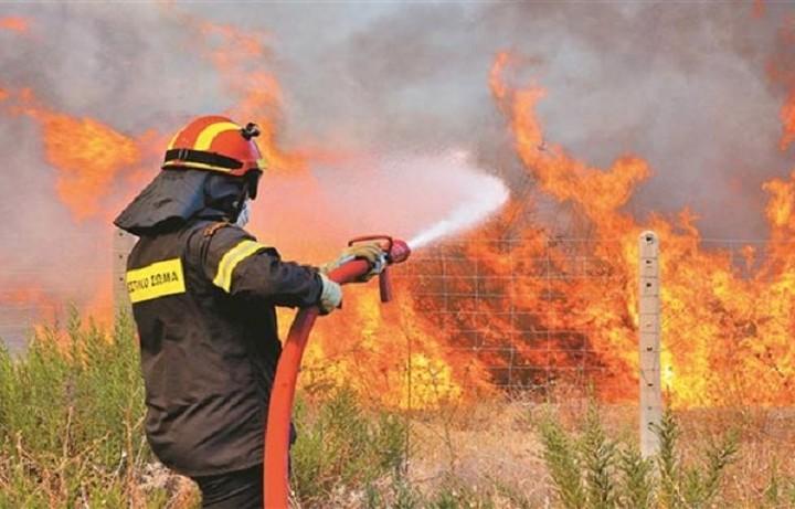 Πυρκαγιά στη Κόρινθο - Κλειστή η Εθνική Οδός Κορίνθου - Τριπόλεως λόγω της φωτιάς