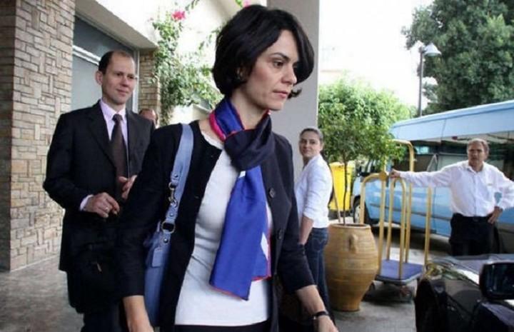 Ανέβαλε την άφιξη της στην Ελλάδα η Βελκουλέσκου - Γιατί δεν ήρθε στην Αθήνα