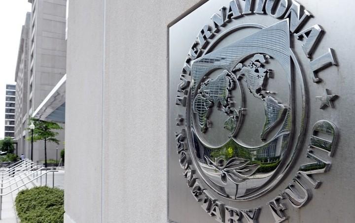 Spiegel: Το ΔΝΤ «υπονομεύει» τη Γερμανία με τη στάση του στην Ελλάδα