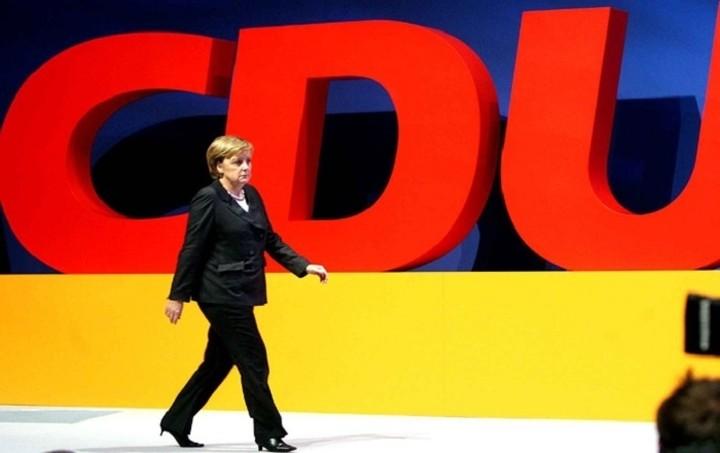 Πολύ κοντά στην αυτοδυναμία CDU/CSU