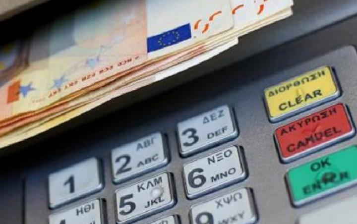 Τι αλλάζει από σήμερα στις αναλήψεις μετρητών - Η νέα απόφαση της ΕΕΤ