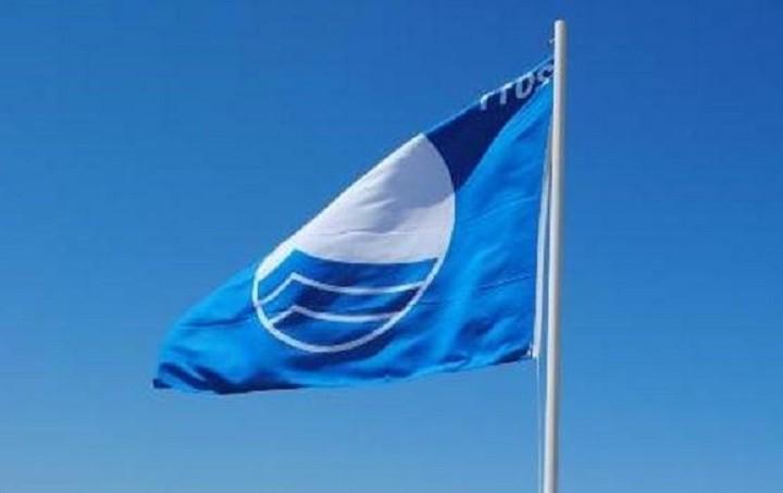 Ποιες ελληνικές παραλίες έχασαν την «Γαλάζια Σημαία» και γιατί