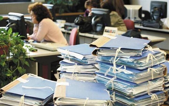 Μαζικό κύμα φυγής στο Δημόσιο - Φεύγουν 60.000 υπάλληλοι