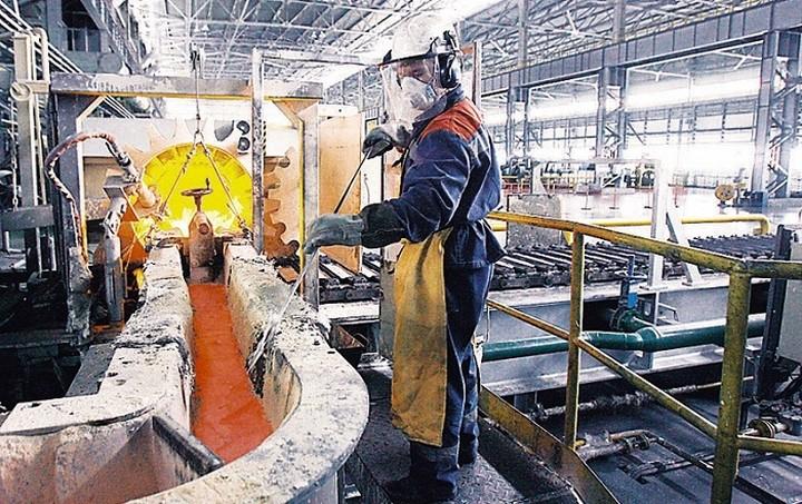 «Βουτιά» 4,5% στη βιομηχανική παραγωγή τον Ιούνιο