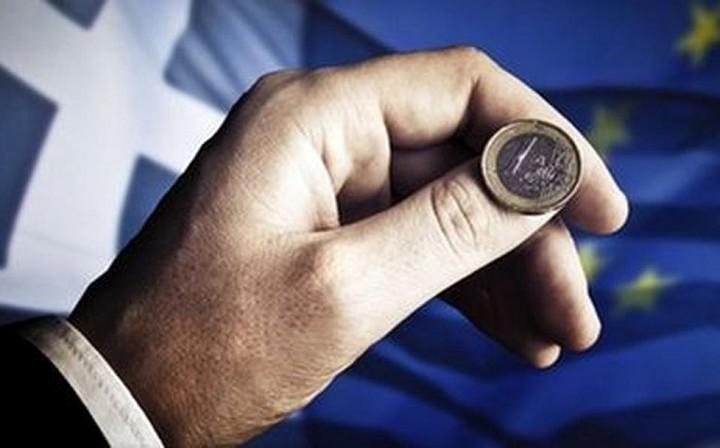 Η Telegraph ρωτάει «Θα μείνει η Ελλάδα στο ευρώ;» -  Δείτε τι απαντούν οι περισσότεροι