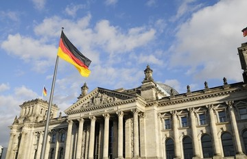 Γερμανία: Όχι σε κούρεμα, ναι στην αναδιάρθρωση του χρέους