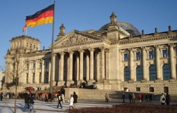 Βερολίνο: Η συμμετοχή του ΔΝΤ στο ελληνικό πρόγραμμα είναι αποφασιστική για μας