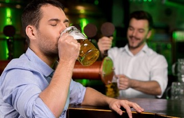 Le Monde: Να γιατί η μπύρα είναι πιο φθηνή στην Ελλάδα απ΄ότι στη Γερμανία