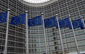 Ζωή και κότα για 13.000 υπαλλήλους της Ε.Ε. με ταξίδια, ξενοδοχεία και ψώνια - Σάλος με τις προπληρωμένες κάρτες