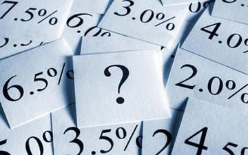 Πτώση στα επιτόκια των καταθέσεων λόγω capital controls