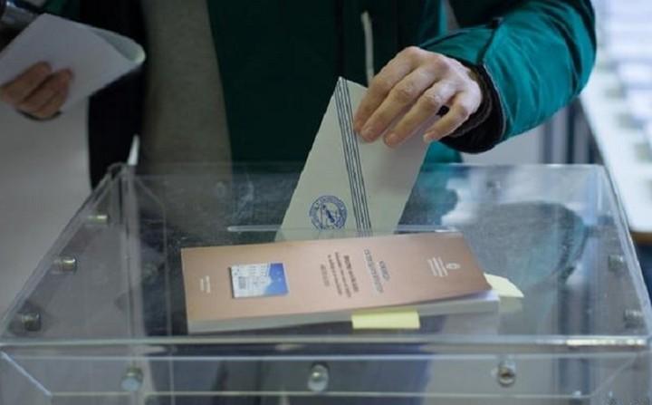 Stratfor: Οι κίνδυνοι των πρόωρων εκλογών στην Ελλάδα