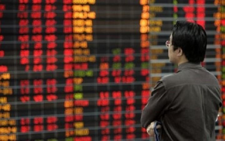 Με παγκόσμιο «κραχ» απειλεί η Κίνα: Καταποντίστηκαν οι μεγάλες ασιατικές αγορές