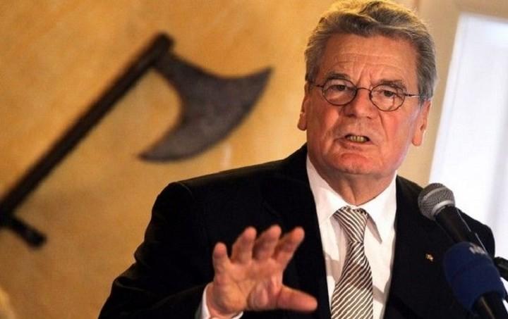 Ο Γερμανός πρόεδρος καταγγέλλει το σκοτεινό πρόσωπο της χώρας απέναντι στους πρόσφυγες