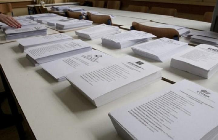 Γράφουν...σβήνουν τα ονόματα στις λίστες των ψηφοδελτίων - Ποια ονόματα παίζουν