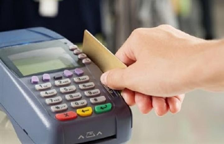 Πόσο αυξήθηκε η χρήση του πλαστικού χρήματος λόγω capital controls