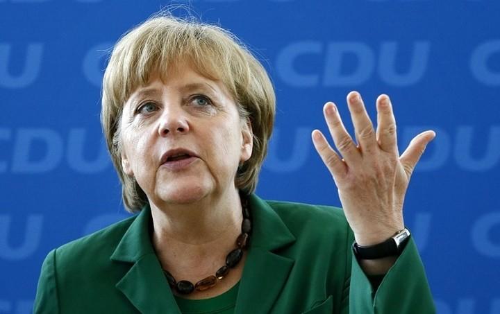Μέρκελ: Η Γερμανία θα αλλάξει από τη μαζική εισροή των προσφύγων