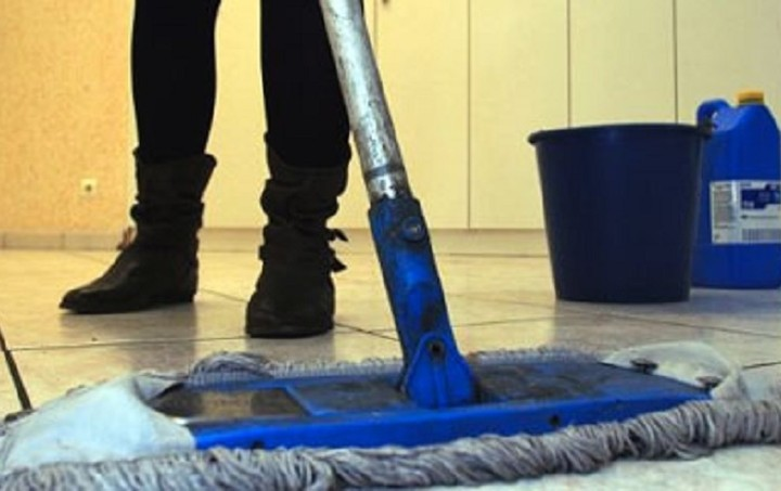 Eπιστρέφουν 8.500 καθαρίστριες στα σχολεία - Σε αναμονή η έκδοση της ΠΝΠ