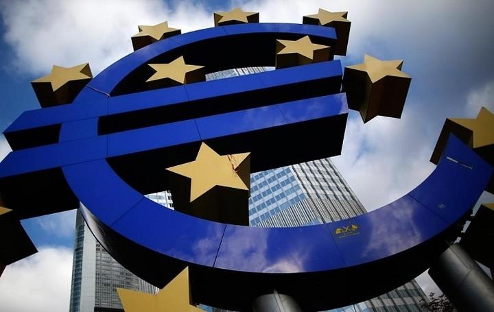 """Περισσότεροι από 2 στους 3 οικονομολόγους """"βλέπουν"""" επέκταση του προγράμματος αγοράς ομολόγων της ΕΚΤ"""