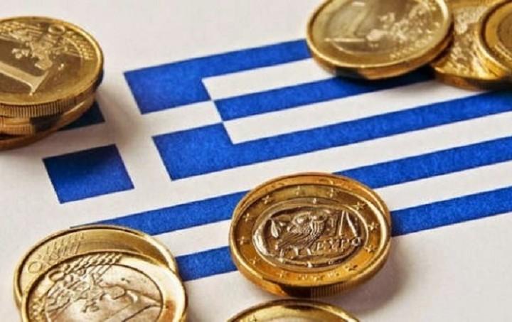 """Bloomberg: Ελάφρυνση του ελληνικού χρέους """"βλέπουν"""" οι οικονομολόγοι"""