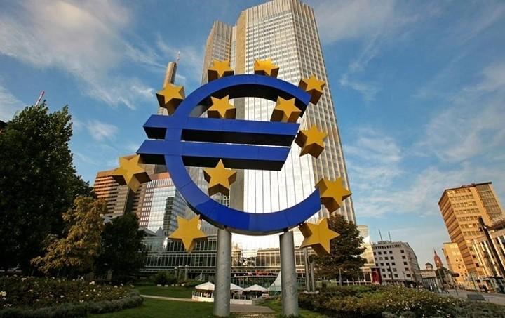ΕΚΤ: Η βοήθεια της Ευρωζώνης στις τράπεζες επιβάρυναν την Ελλάδα και την Ιρλανδία