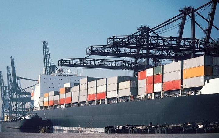 Τα capital controls πλήττουν τις ελληνικές εξαγωγές και την εγχώρια βιομηχανική παραγωγή
