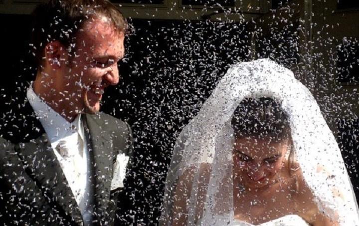 Κώδικας συμπεριφοράς για γάμους και βαπτίσεις: Τέλος η ρίψη ρυζιού, τα λουλούδια και το... πάτημα του ποδιού του γαμπρού