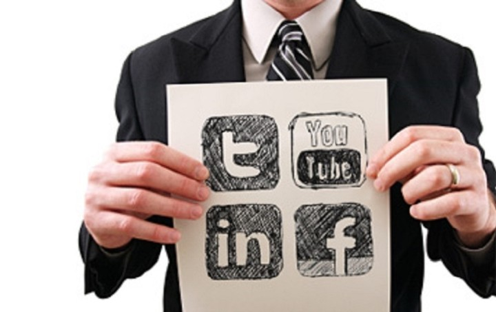 Πώς να φτιάξετε το προφίλ σας στα social media για να βρείτε δουλειά