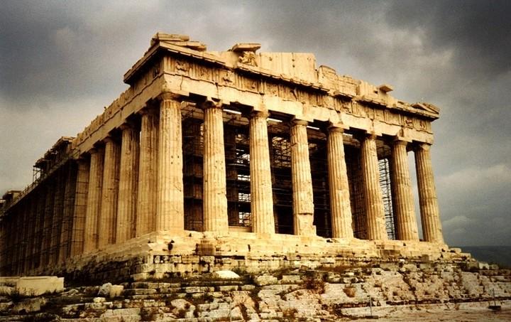 DW: Το κρυφό κούρεμα του ελληνικού χρέους
