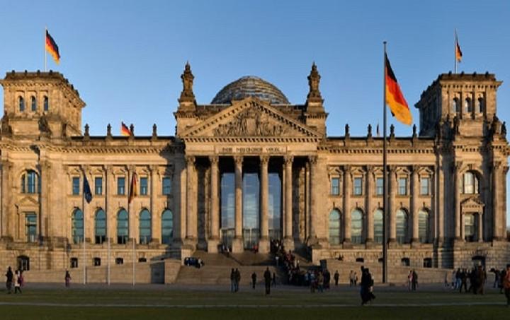 """Βερολίνο: """"Αυτονόητη"""" η τήρηση της συμφωνίας"""