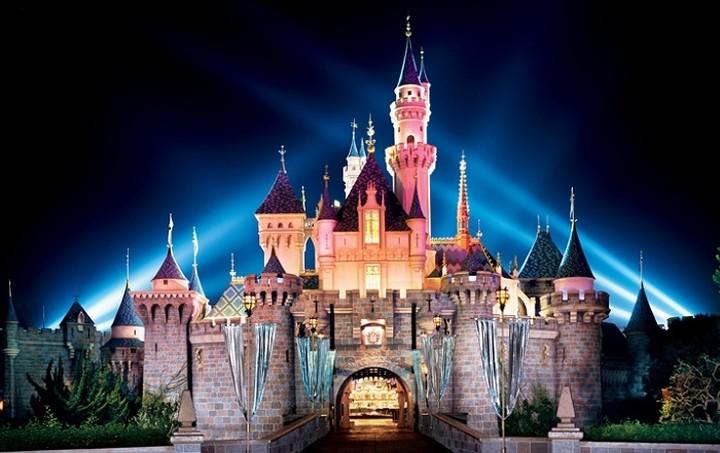 Θες να εργαστείς στη Disneyland; Δες τι πρέπει να κάνεις...