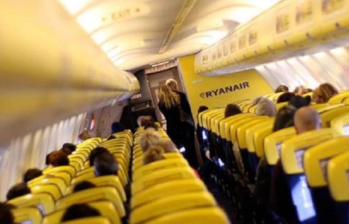 Η Ryanair αναζητά προσωπικό στην Ελλάδα - Όλες οι λεπτομέρειες