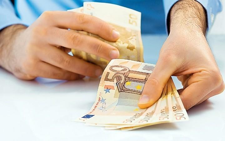 Έρευνα: Πόσα πληρώνουμε ανάλογα με την πηγή του εισοδήματός μας (πίνακες)