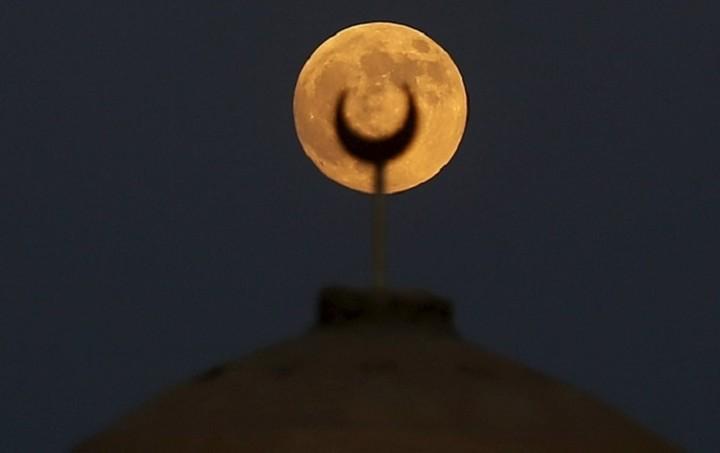 Το «ματωμένο φεγγάρι» σε όλο τον κόσμο - Δείτε τις φωτογραφίες