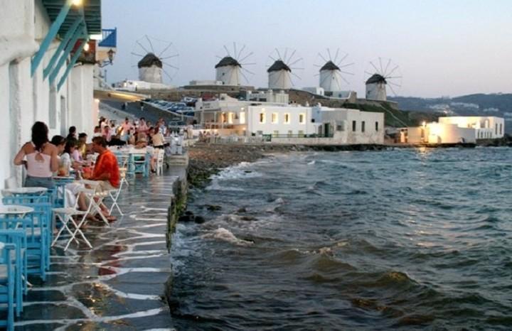 Επιχειρηματίας της Μυκόνου προσέφυγε στο ΣτΕ για την κατάργηση του μειωμένου ΦΠΑ στα νησιά