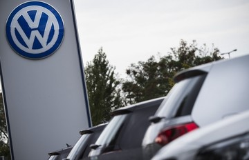 Διευκρινίσεις από τις αντιπροσωπείες της VW ζητά ο Τσιρώνης