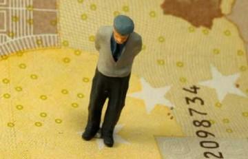Μειώσεις και στις συντάξεις κάτω των 1.000 ευρώ - Οι κλίμακες