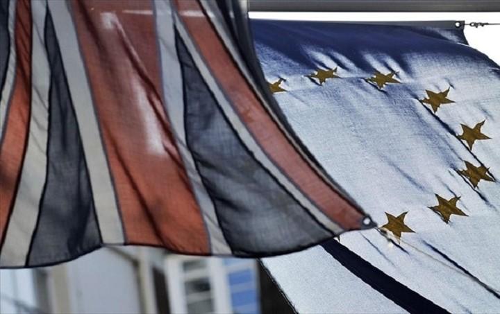 Η πλειοψηφία των Βρετανών λέει «ναι» στην παραμονή της χώρας στην ΕΕ