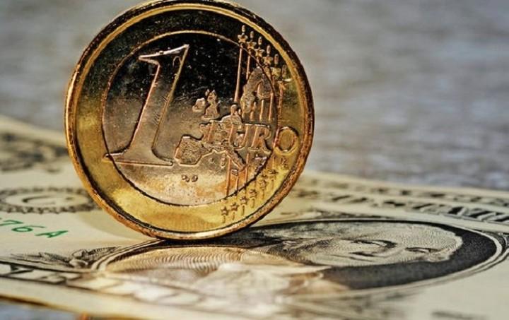 Συνάλλαγμα: Οριακή πτώση του ευρώ έναντι του δολαρίου